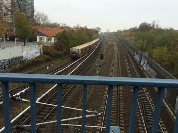 S-Bahn coming towards the Südende Station platform