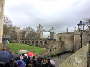 Tower of London tourist line